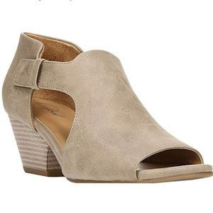 Natural Soul Devote Sandals in Smooth Taupe